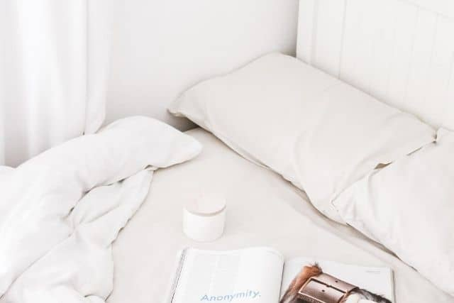 bed-with-white-pillow-and-sheets