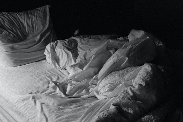 messy-white-bed-pillows